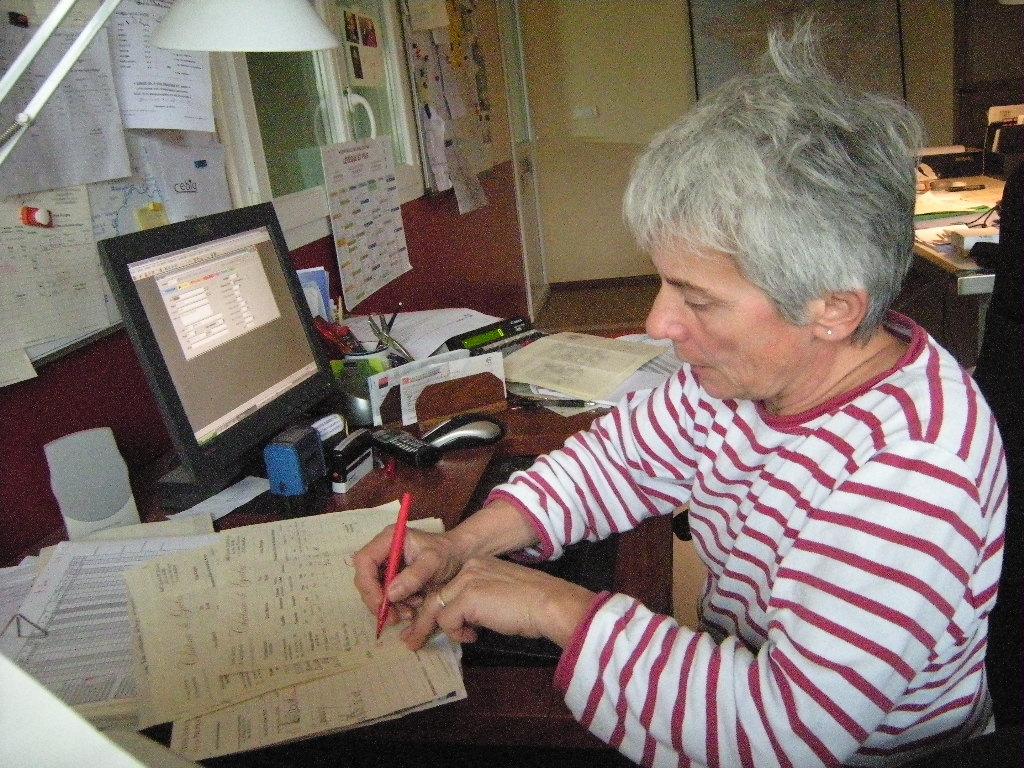 Annie DAVID au bureau du château de Garbes