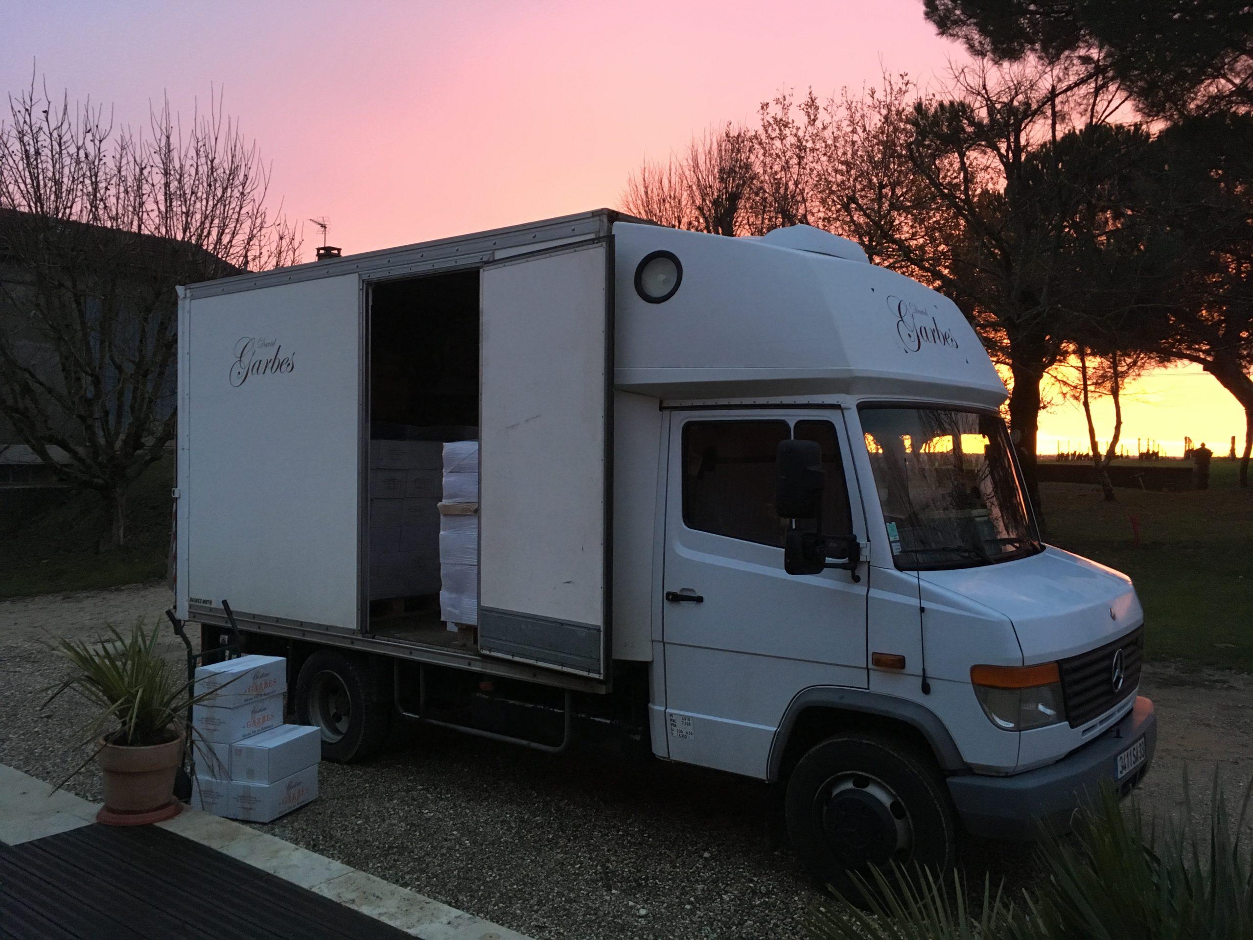 camion de livraison vin du château de Garbes