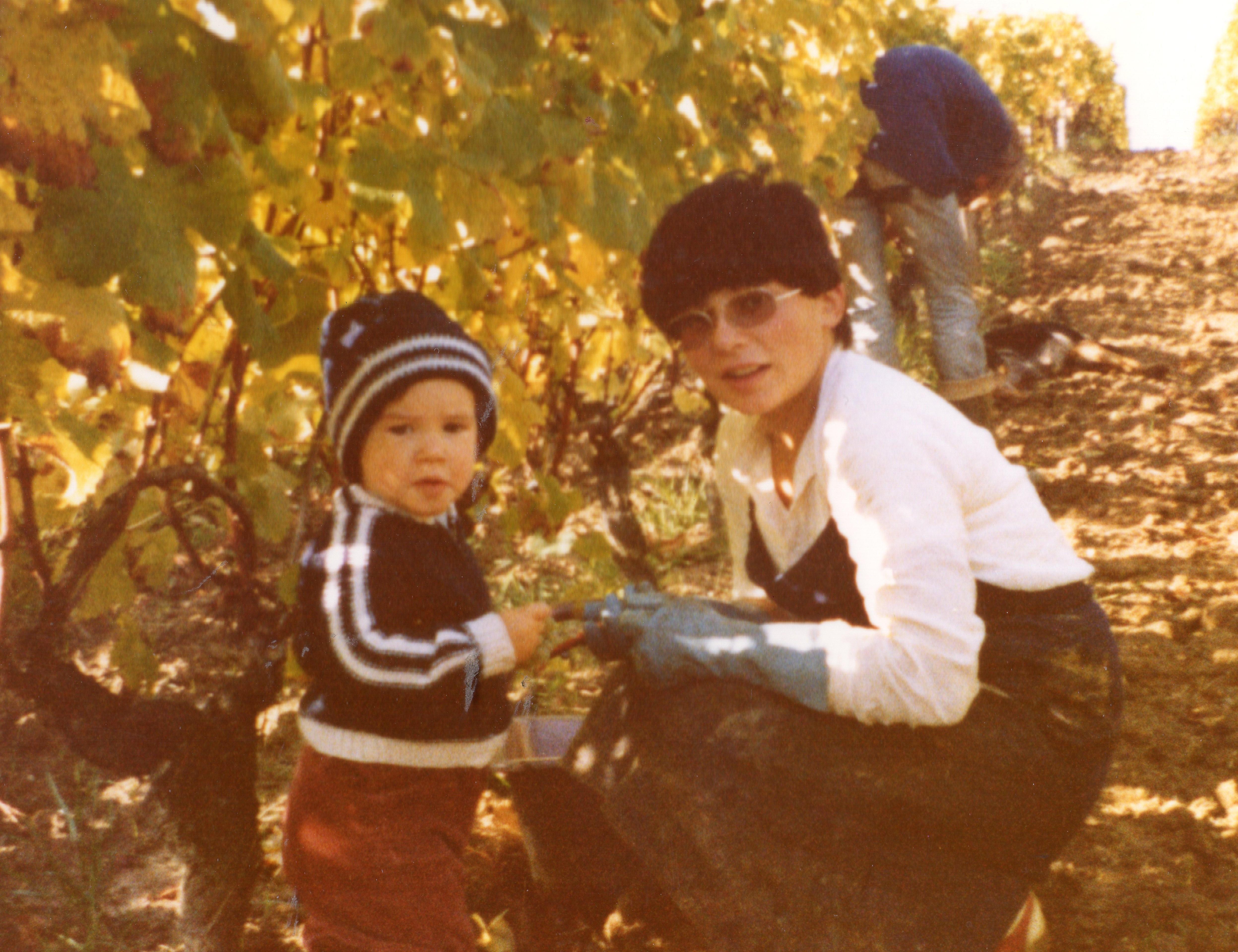 Annie DAVID et Elodie LIENARD dans les vignes